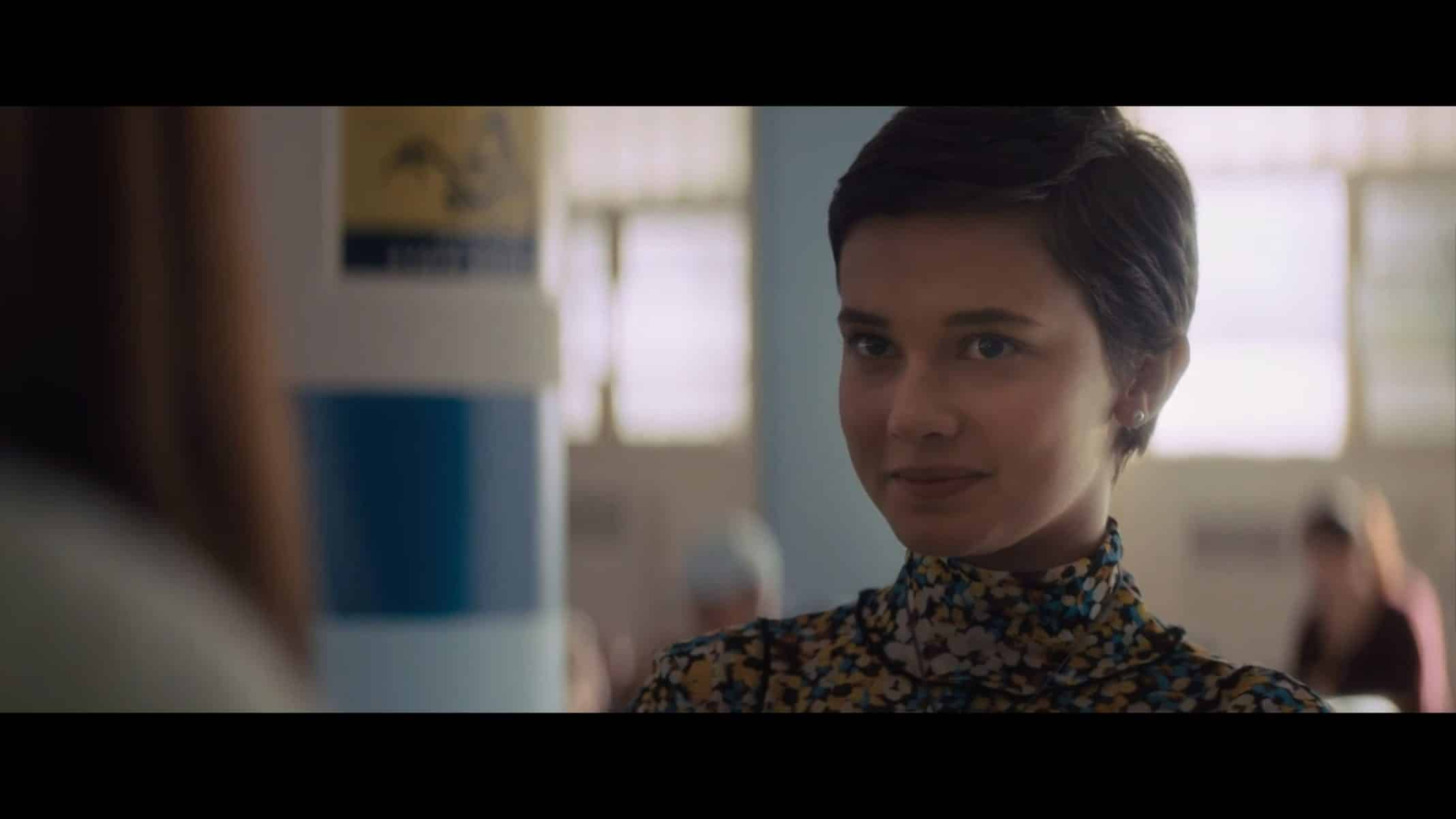 Lily (Cailee Spaeny) smirking