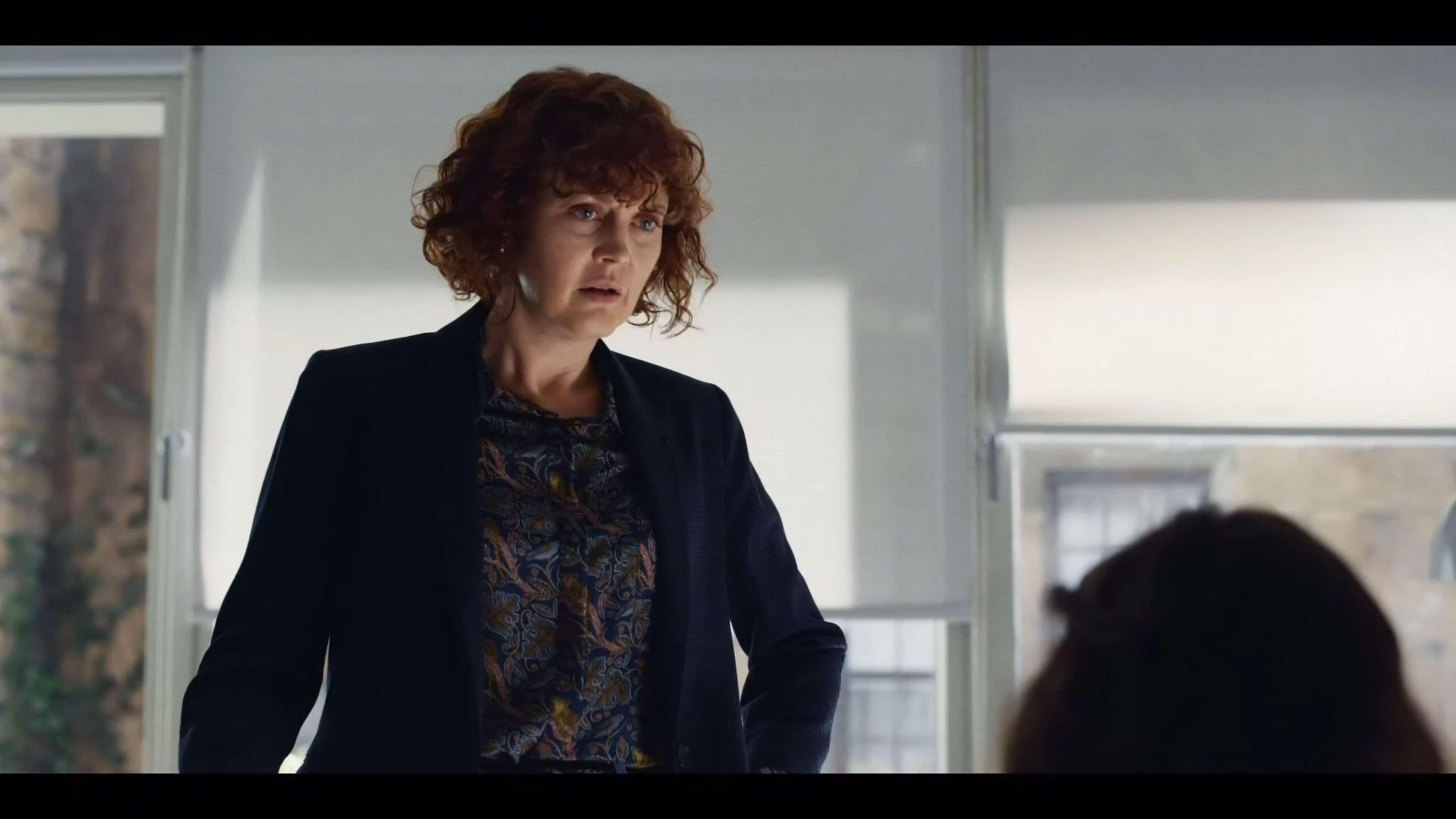 Mary (Simone Kirby) talking to Lyra