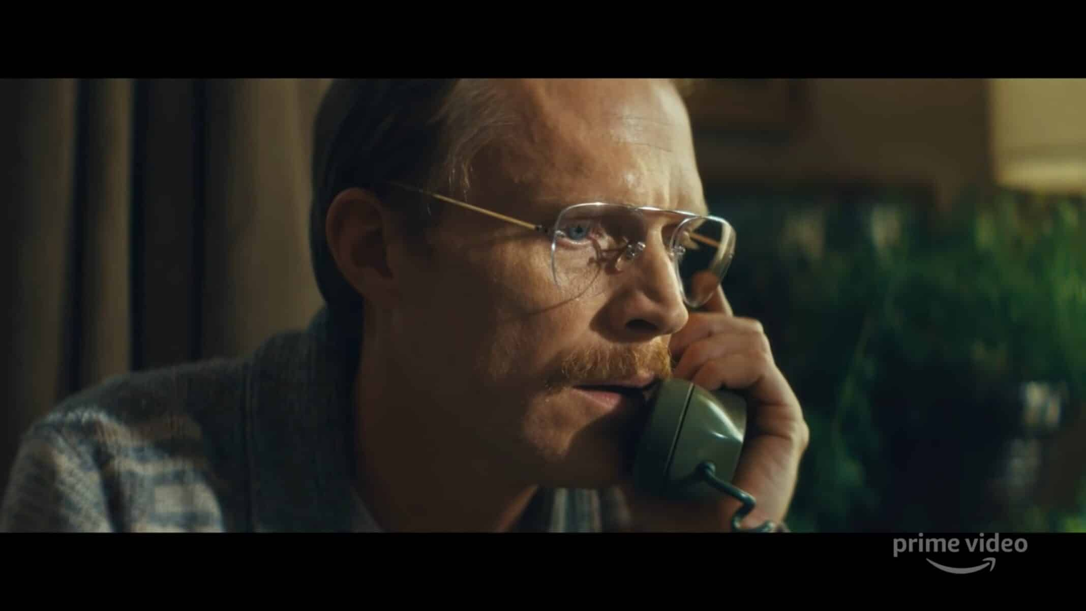 Uncle Frank (Paul Bettany) talking to his mom.