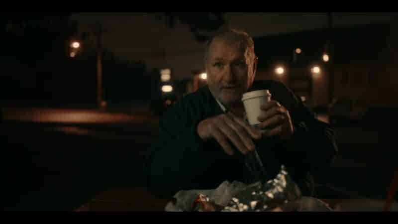 Dale (Ed O'Neill) having a meal with Stanley