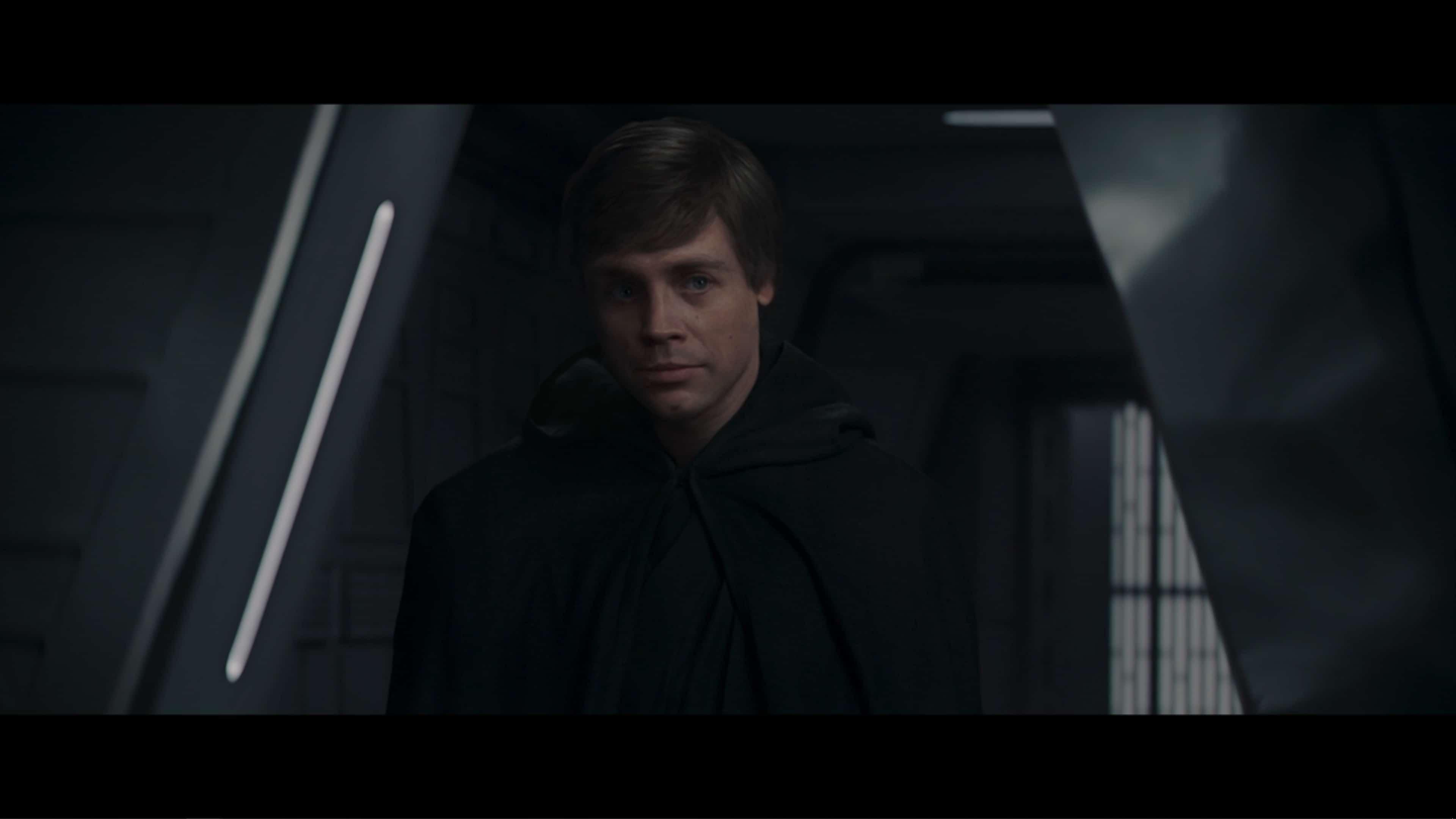 Luke Skywalker (Mark Hamill) revealing himself