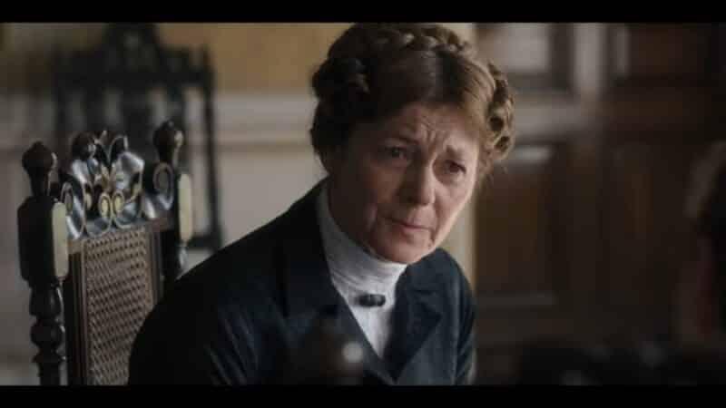 Mrs. Colson (Pippa Haywood) talking to Daphne