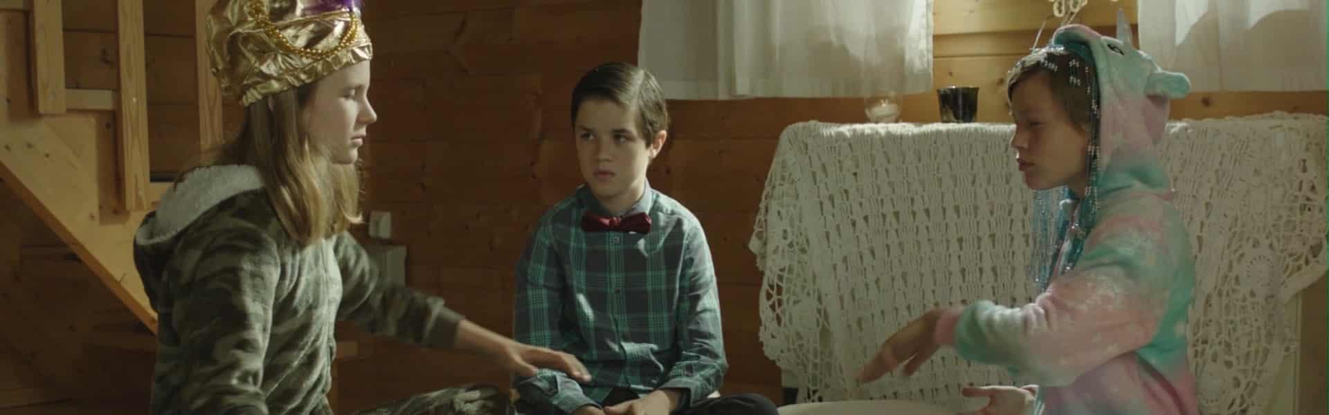 Elena (Rhea C Tober), Lolo (Zev Starret) and Toby (Sam Atlas) trying to do a tarot reading
