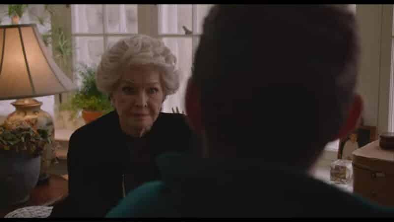 Elizabeth (Ellen Burstyn) trying to pay off Sean