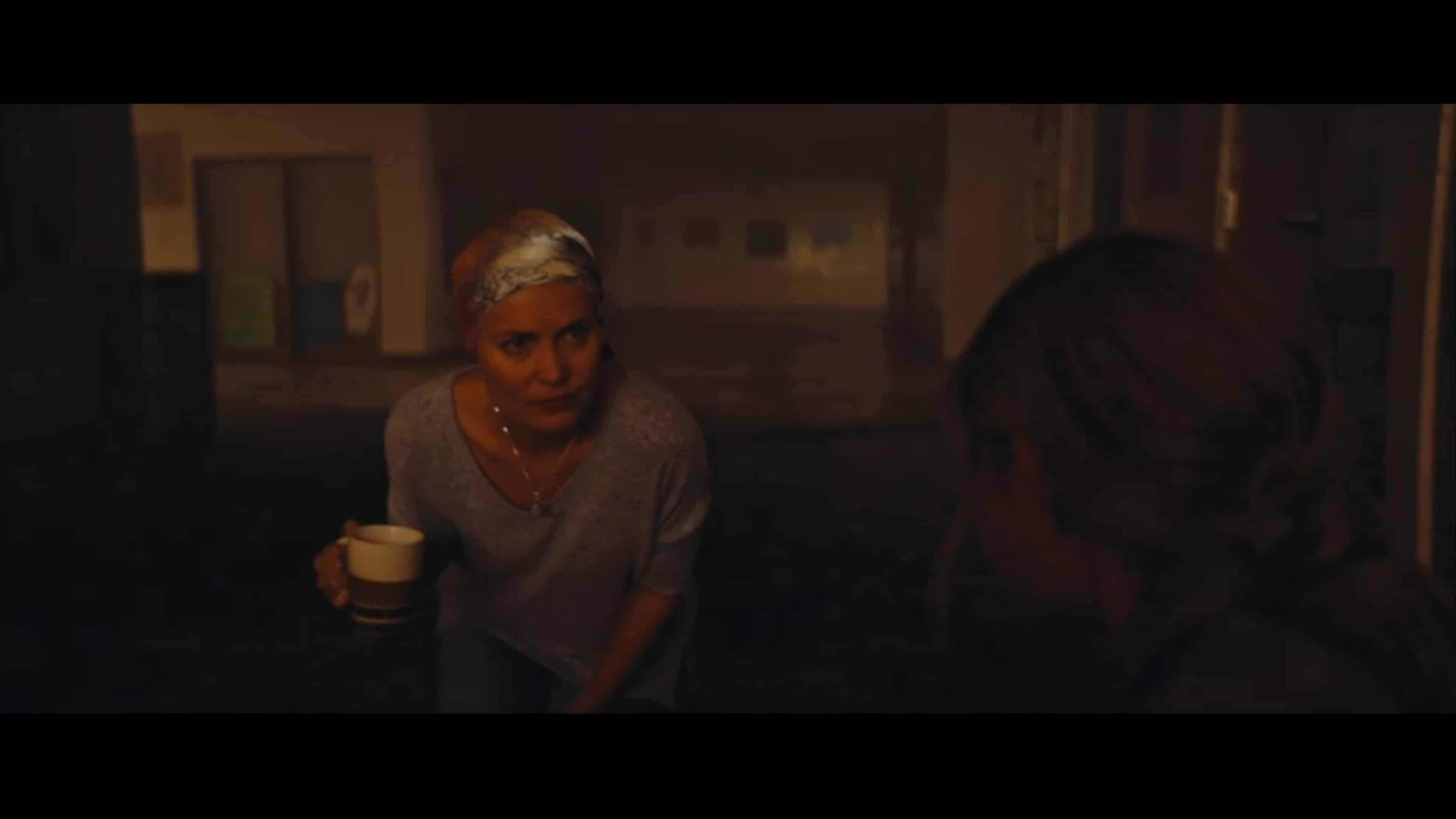 Jennifer (Radha Mitchell) helping Zoe manage her pain