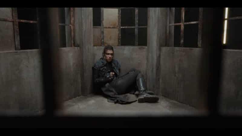 Grieta (Ana Ularu) in a cell