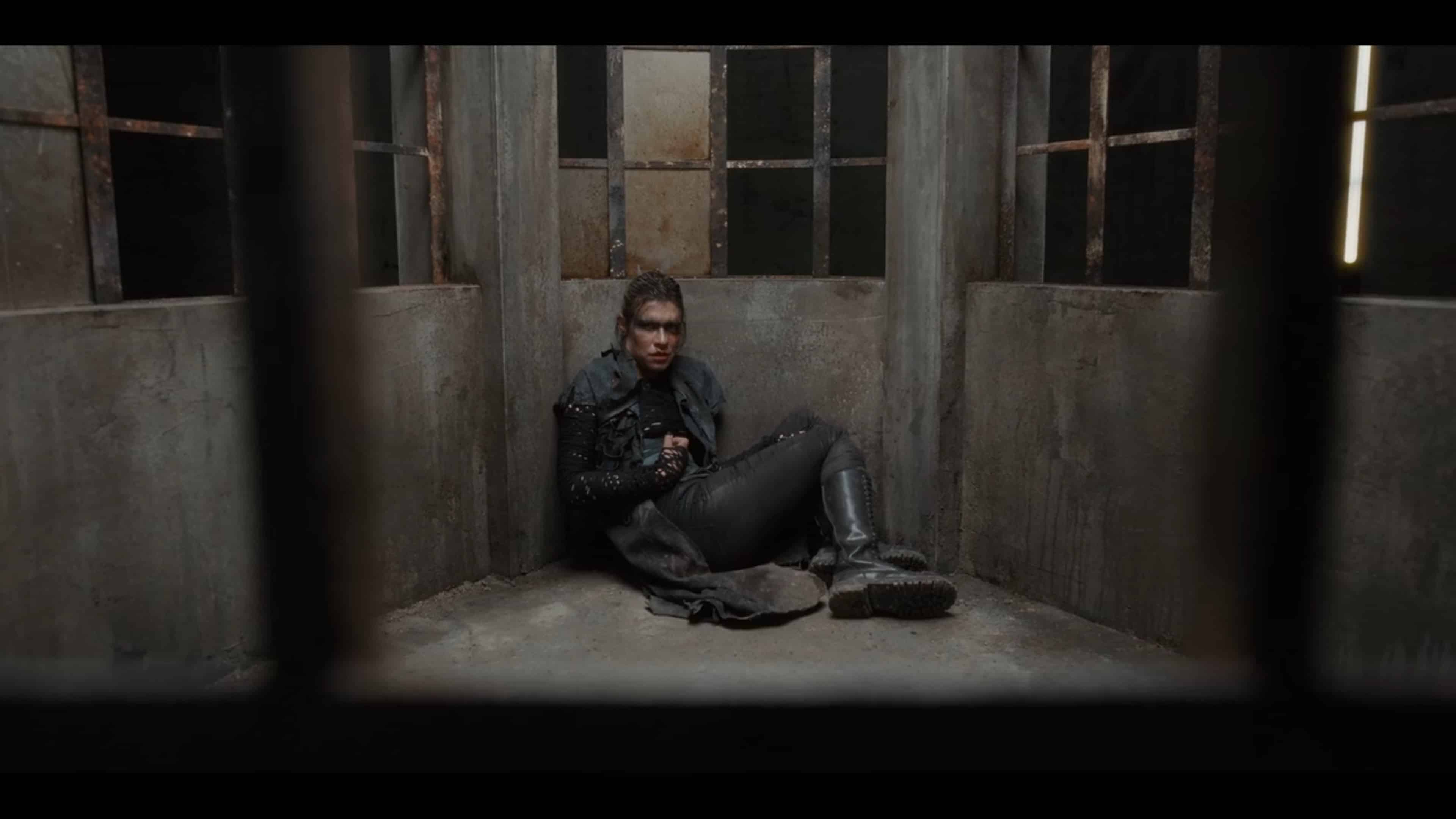 Grieta (Ana Ularu) in a cell