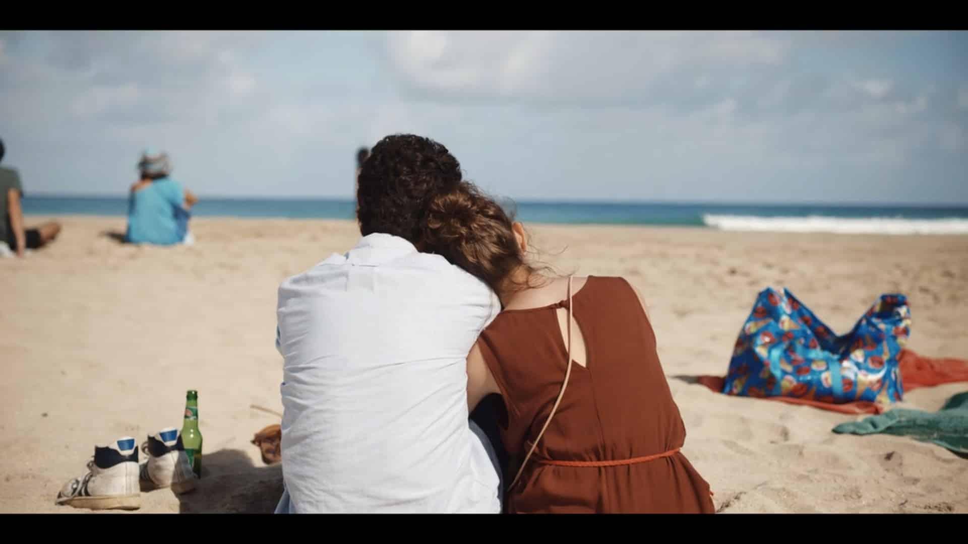 Sara (Elvira Camarrone) and Lorenzo (Roberto Christian) on a date