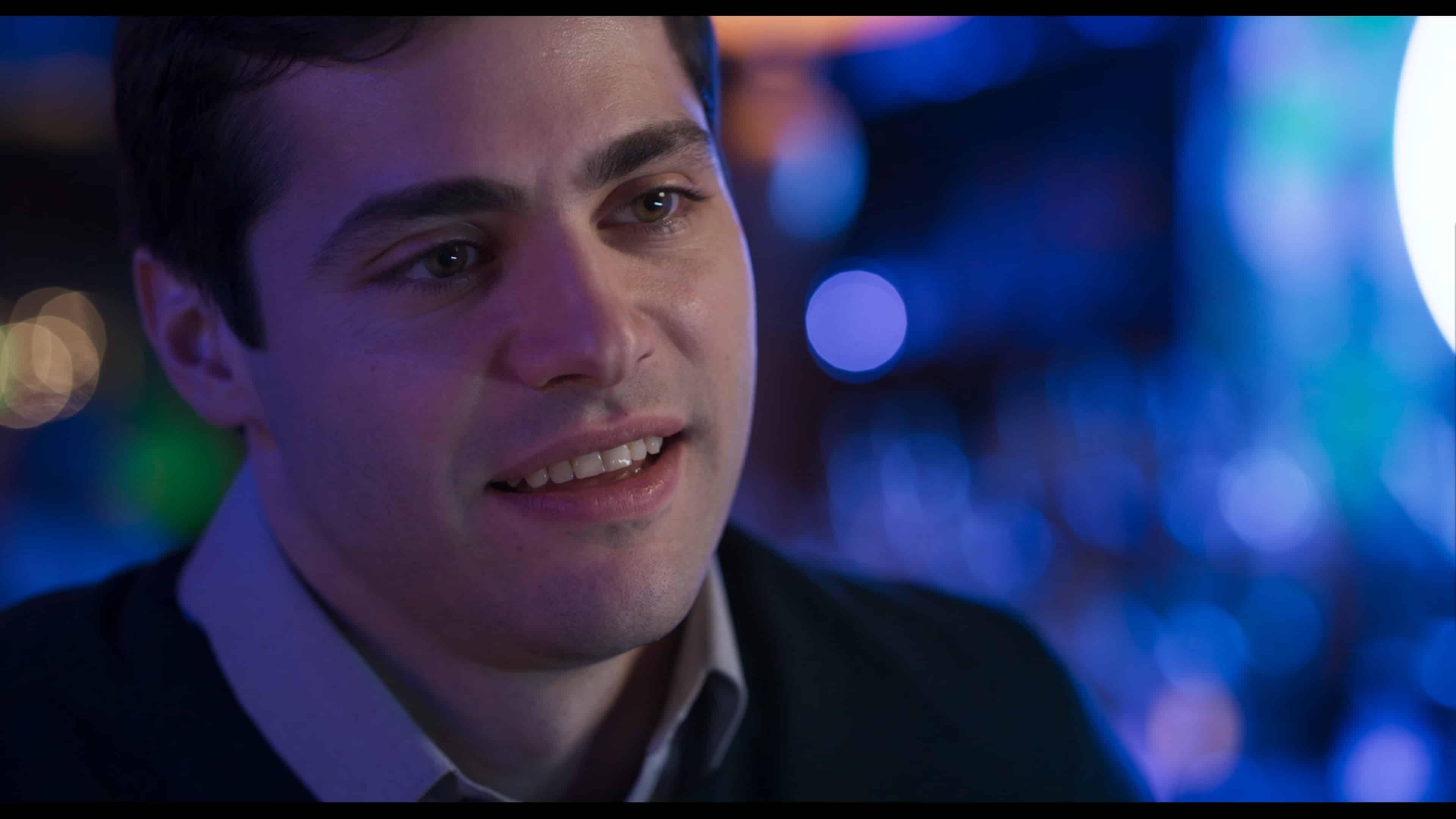 Owen (Matthew Daddario) at a bar, talking to Amy