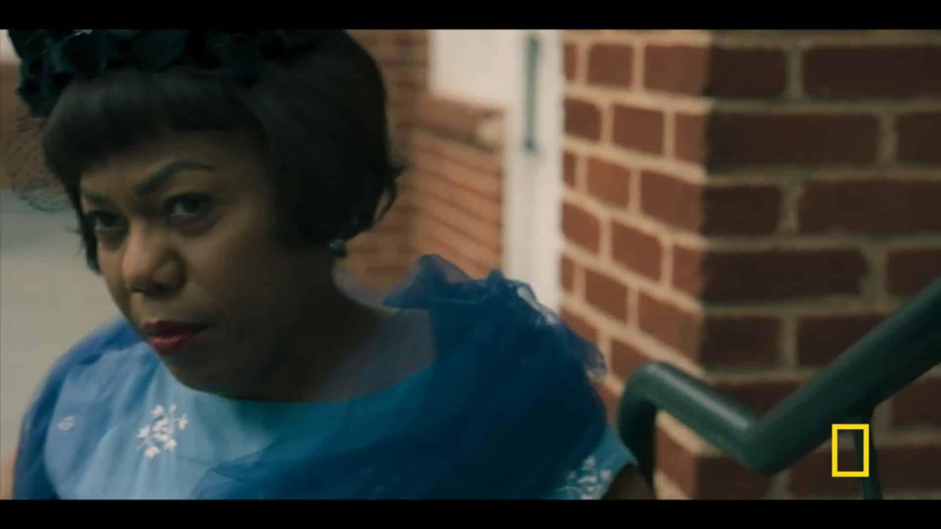Sammie Bryant (Tonya Reneé Banks) having a conversation with Little Aretha