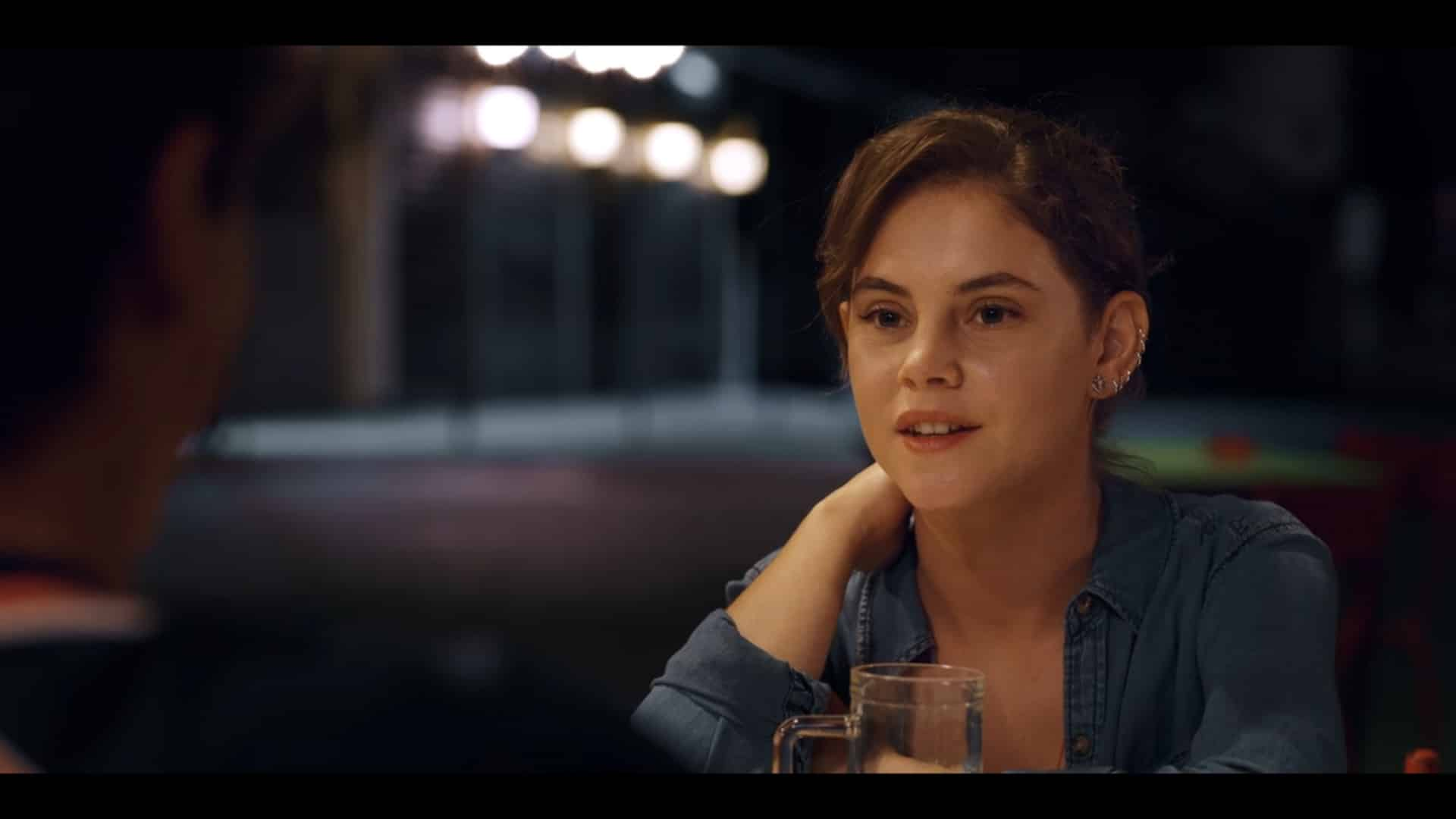 Sara (Elvira Camarrone) on a date with Lorenzo