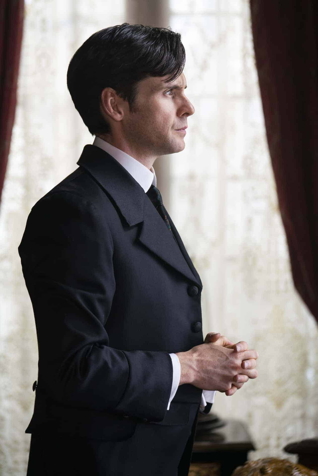 Augustus 'Augie' Bidlow (Tom Riley) in HBO's The Nevers