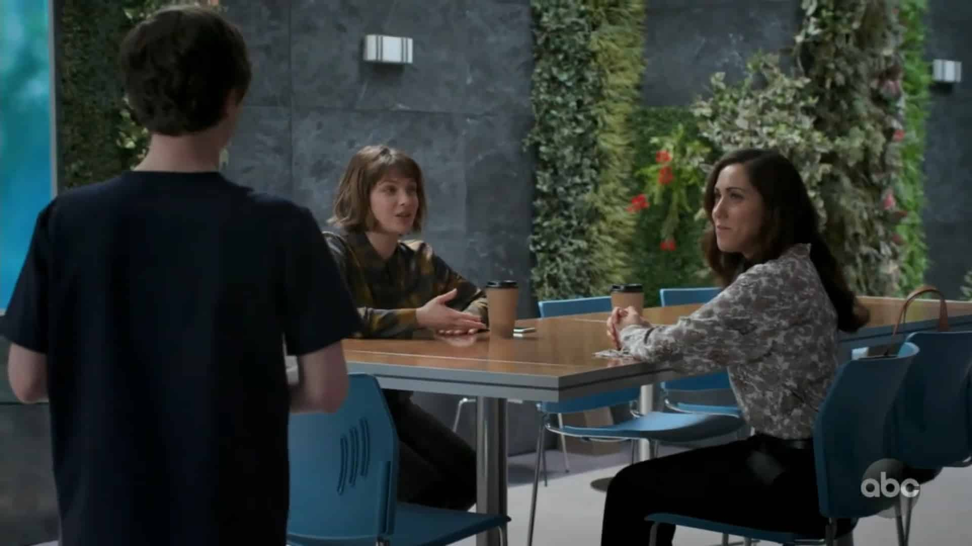 Lea talking with Theresa (Valerie Duthil)