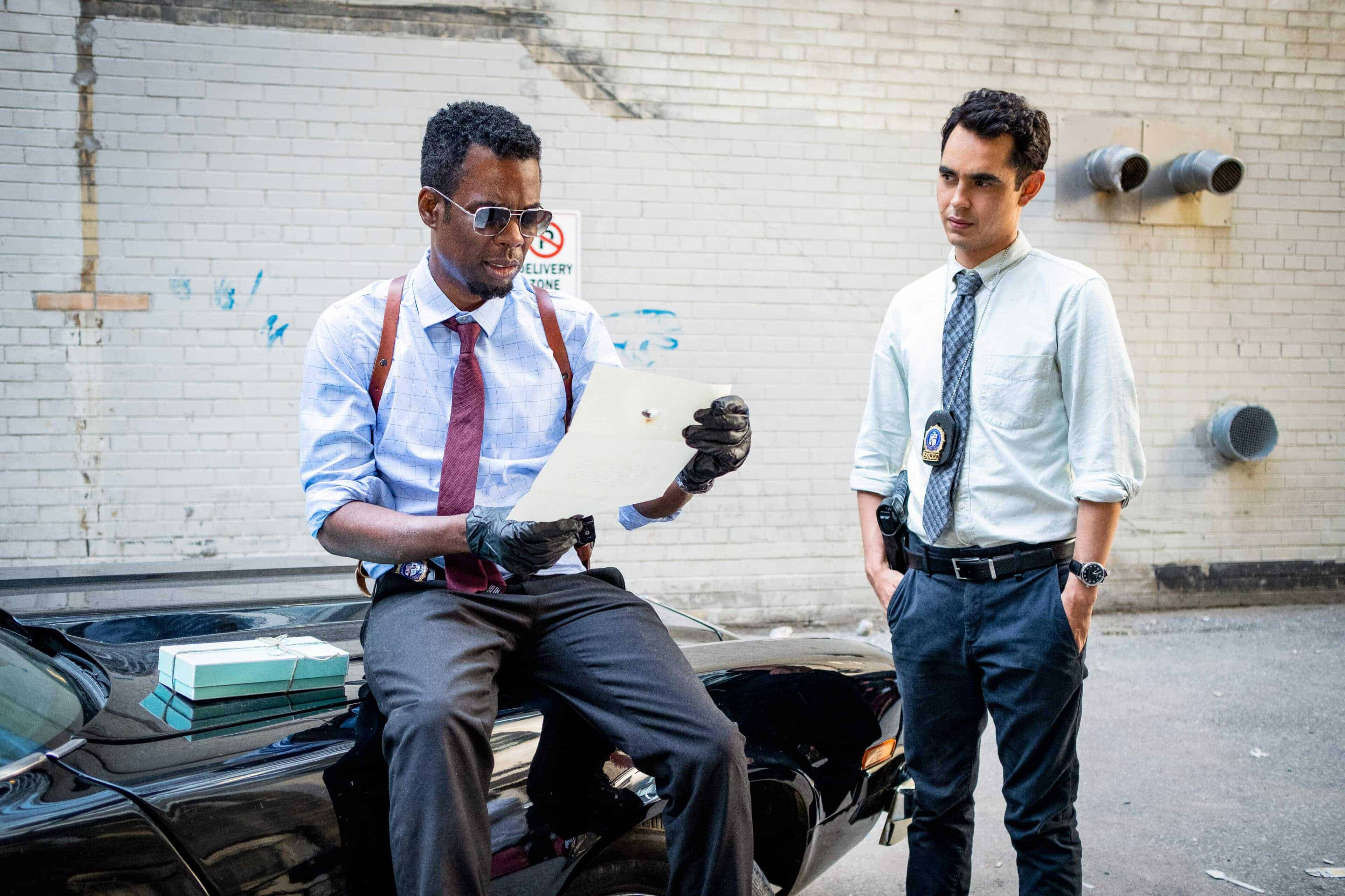 Zeke (Chris Rock) and William (Max Minghella) during the investigation into the Jigsaw copycat
