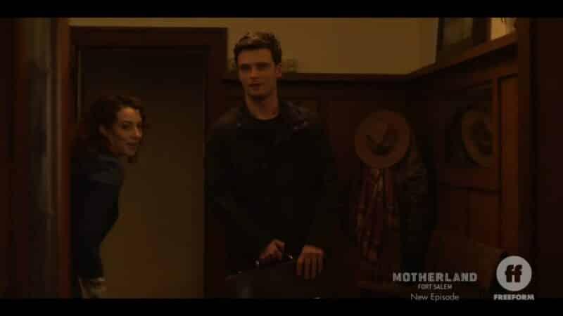 Bonnie letting Jack (Thomas Nicholson) in