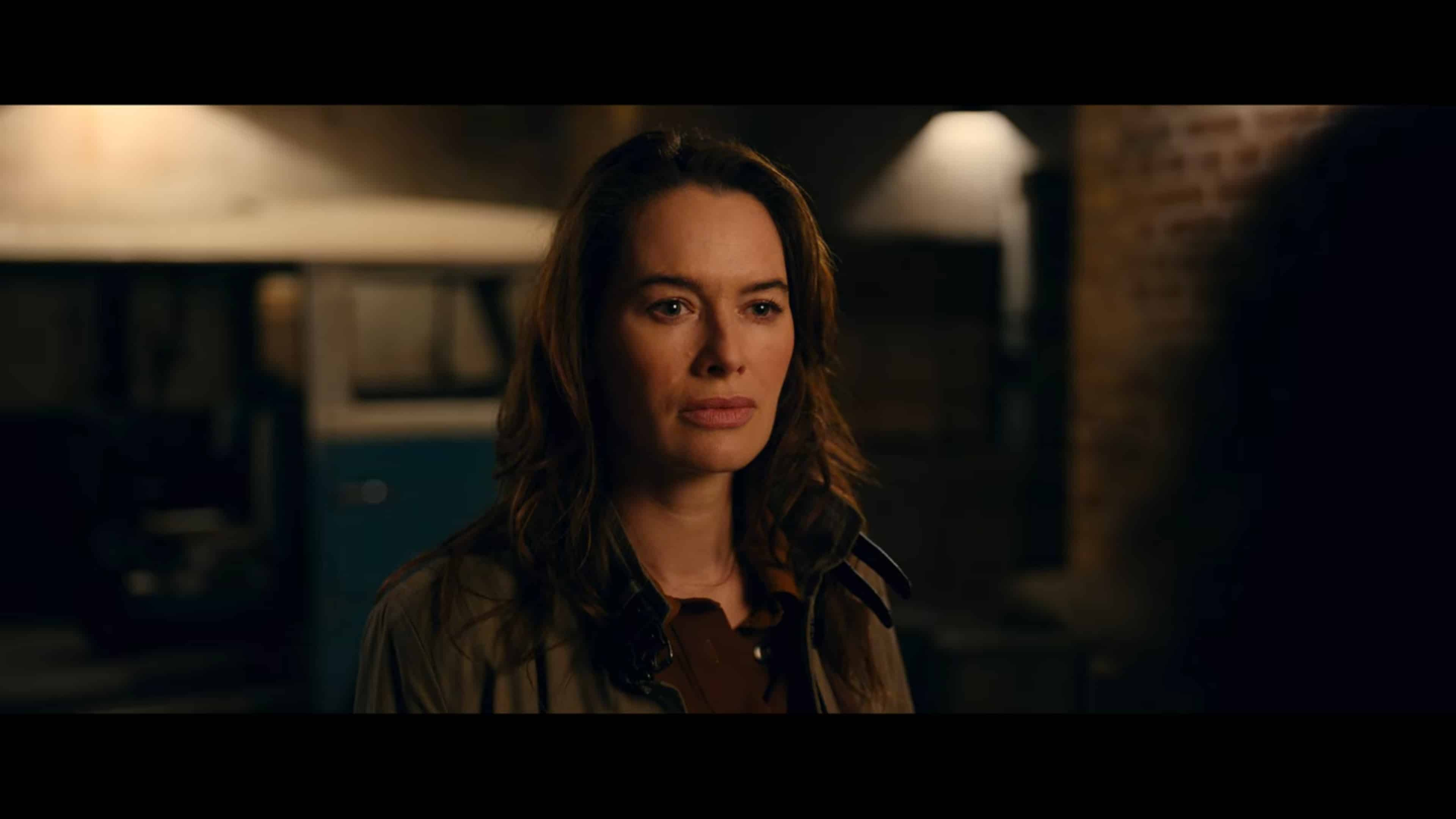 Scarlet (Lena Headey) having a chat with The Librarians