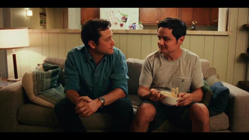Josh (Joseph Gordon-Levitt) and Victor (Arturo Castro) talking on their couch