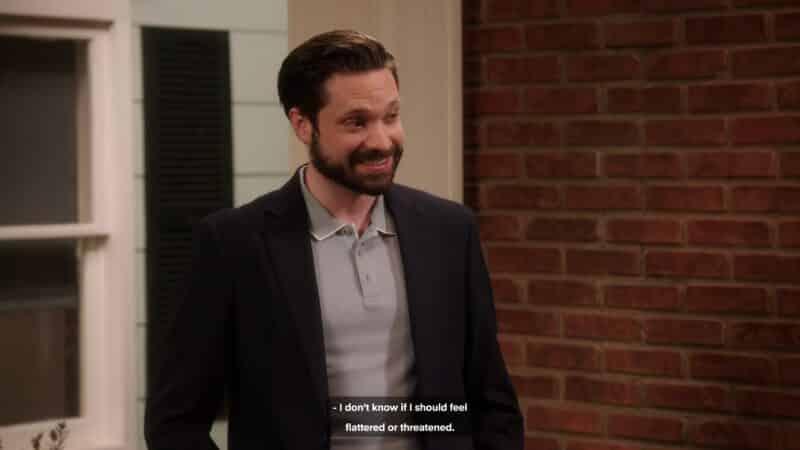 Lee Grazer (Jonathan Horne) talking to Denise